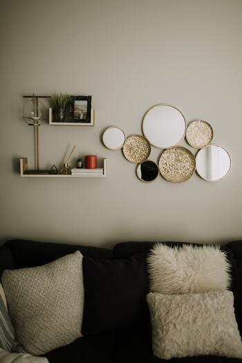 おうちの生活空間が唯一リラックスできる大切な憩いの場となるため、居心地よく過ごせるようインテリアに自分らしさを取り入れましょう。まず、イメージする部屋を考え、必要な家具などを書き出して、照明やカーテンといった優先度の高いアイテムをピックアップして先に揃えましょう。