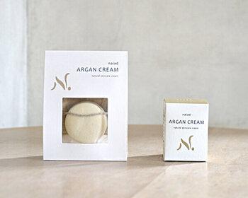 アルガンオイルと蜜蝋だけで作られた天然由来のクリーム。シンプルなケアに立ち戻りたいときに、試してみたいアイテムです。