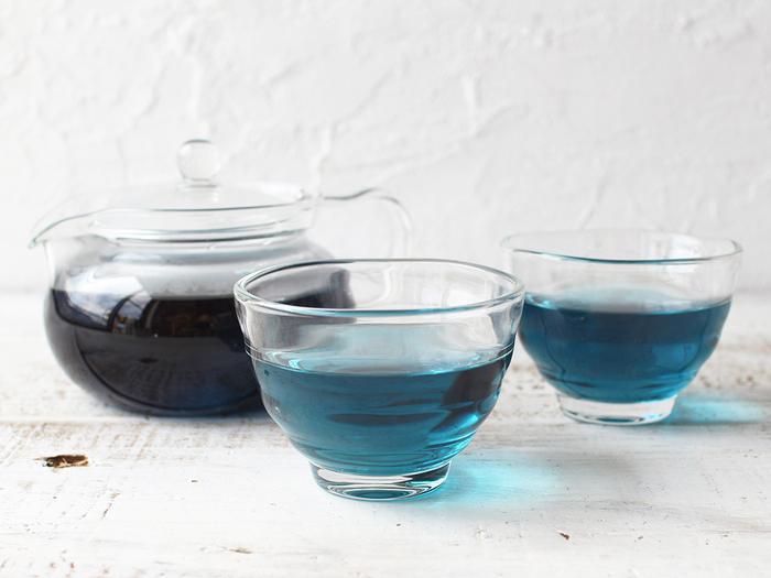 ハーブティーは蒸らすことで、香りや味わいが深く抽出されます。しっかり蒸らすためには、蓋が必須!ティーポットなら、手軽に美味しいお茶を淹れることができます。  ティーカップに直接、お湯を注ぐ場合は、ソーサーなどを蓋代わりにすると、上手に味わいを引き出せますよ。