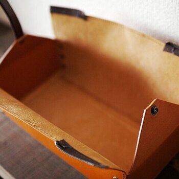 ファスナーをオープンすると大きく開き、ティッシュの出し入れもスムーズ。置いているだけで、お部屋の雰囲気がワンランクアップしそうですね。