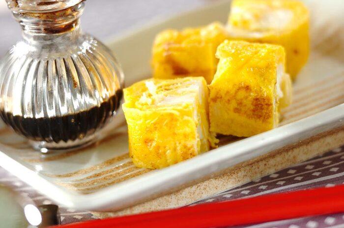 ざく切りにしたホタテの貝柱をたっぷりと入れたおつまみ卵焼きです。ホタテはそれだけで旨みが強い食材なので、卵焼きの調味は控えめに。醤油をちょろりと垂らしていただけば、至福の時間が訪れます。