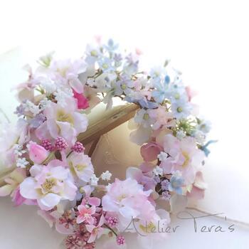 お子さんやペットがいるご家庭なら、リースタイプがおすすめ。転倒の心配がなく、安心して花の美しさを愛でることができます。