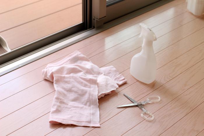 「まだ着られるのにもったいない」という場合は使いやすいサイズにカットして、拭き掃除に使ってみてはいかがでしょうか?最後まで無駄なく使えるのでエコにもつながります。