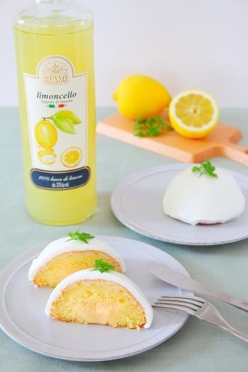 デリツィア・リモーネは、リモンチェッロをしみ込ませたスポンジとレモン味のクリームが層になった、南イタリアで人気のお菓子です。口どけふんわり。すっきりとした優しい味のイタリアンスイーツ。