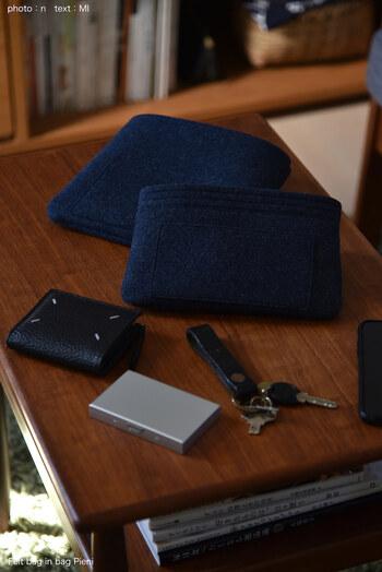 しっかりとしたフェルト素材は、バッグはもちろん中に入れたスマホやお財布、カードケースなどを傷つける心配がありません。