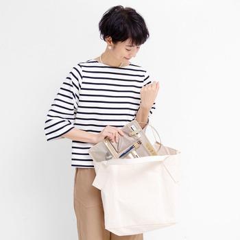 縦横どちらの向きでも使えるから、手持ちのさまざまなバッグに組み合わせて使えるのもうれしいですね。
