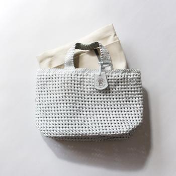 メッシュや天然素材のバッグのインナーバッグとしても使えます。また、通勤用のバッグに入れておいて、お昼休みのランチバッグとして使ってもいいですね。