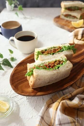 きんぴらごぼう入りの和風サンドイッチ。洋風のサンドイッチに飽きたらこんな変わり種もいいかも!