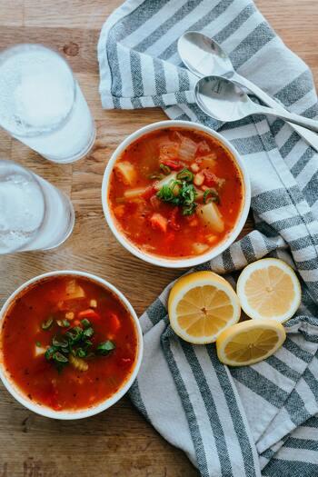 和洋中問わず、スープはもちろんお味噌汁とも相性が良いMCTオイル。MCTオイルはエネルギーになりやすいので、たっぷりのお野菜が入ったスープにプラスして、朝ごはんとして取り入れるのが得におすすめです。