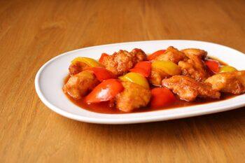 あっさり味の鶏むねは、しっかり味の中華とよく合います。ごはんにもビールにもピッタリ。とろみづけの片栗粉はいったん火を止めてから混ぜると、ダマになりにくいですよ。