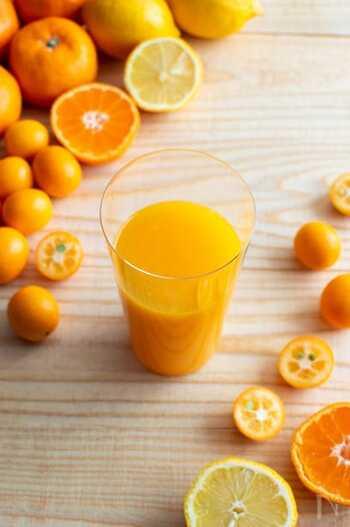 レモン、みかん、金柑の酸味が体に染み渡るビタミンCたっぷりのジュースです。みかんとレモンだけでも十分美味しいのですが、金柑を入れることで味にまろやかな甘味が加わるのだとか。強い酸味が苦手な方は、レモンの量を調整すると◎