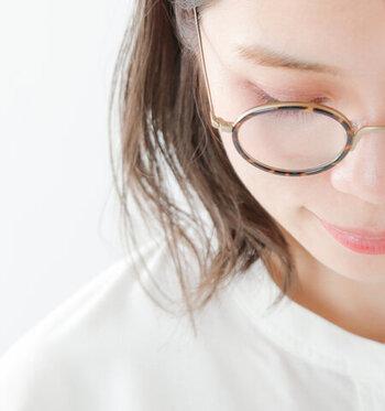 場合によっては、夕方〜夜にかけてブルーライトカットメガネを活用して過ごすのもいいでしょう。もちろん外出時にも紫外線などをカットしてくれるので、仕事や学校でのデイリー使いにも◎
