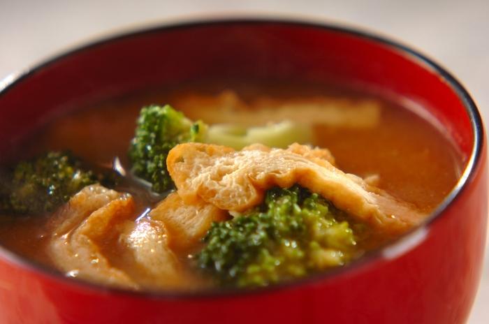 ブロッコリーやアスパラガスのような洋野菜のみそ汁も美味しいんですよ。ブロッコリーを大ぶりに切ることで食べごたえが出て、満足度も上がります。