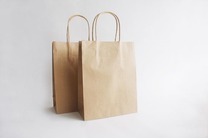 「いつか使うかも」と何となくおいている紙袋や空き箱も数が増えがち。具体的な用途が決まっていないのなら、思い切って手放しましょう。収納グッズを用意しなくても、紙袋や空き箱の数が減るだけで空間が整います。
