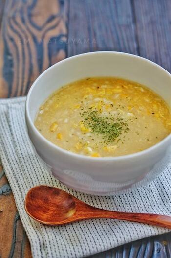 オイスターソースを使った中華風のコーンスープにももち麦を入れて。とろ~りスープに、ふんわり卵が絶妙マッチ。おなかも心もほっこりします。