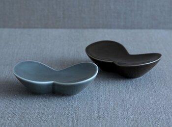 シンプルながらぬくもりを感じる作品を生み出す陶器作家・イイホシユミコさんデザインのソープディッシュ。りんごをモチーフにしたという、コロンとした形がとってもかわいらしい。