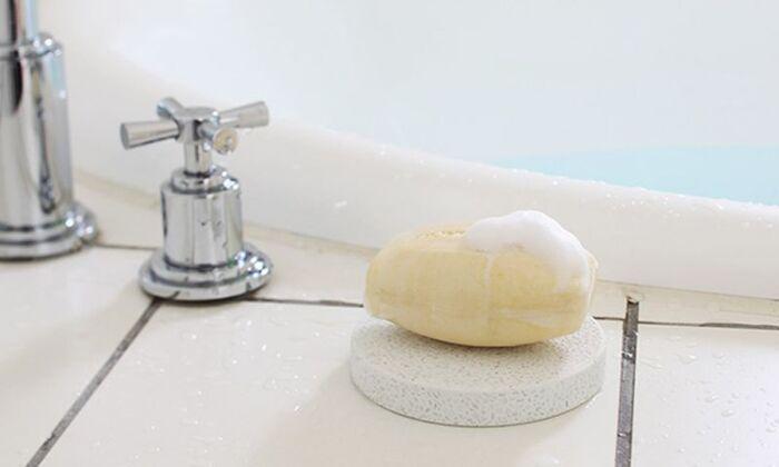 こちらはサークル型のソープディッシュ。耐水性が高く、お風呂やキッチン、洗面所などで使用するのに適しています。不要な水分を吸い取って、石けんをいつでも清潔に保ってくれます。