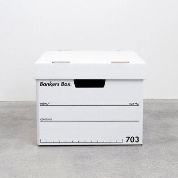 段ボール素材の丈夫なボックスは、子供の作品をざっくりまとめておくのに便利。スタイリッシュなデザインは、子供部屋やリビングなどに出しっぱなしでも絵になります。