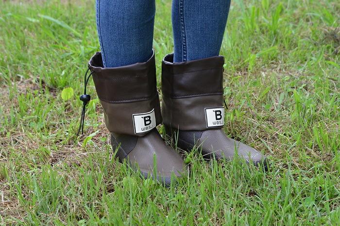 長靴ほどしっかりガードしなくていい時には、折り畳んでショートブーツ感覚で履くことも可能です。履きやすくてちょっとした作業なら、短い方が動きやすそうです。インソールも別売りであるので、履き心地を良くして長時間の使用も快適に行えます。