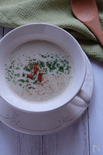 豆乳ベースのやさしい味でどこかホッとする味。食欲の出ない日に飲めば、これ一杯で栄養も摂れておすすめです。