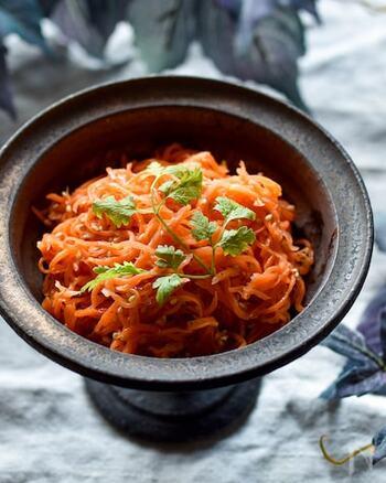 にんじんが入ると、ビビンバの彩りが一気に良くなります。ナムルだけでもどんどん食べちゃう美味しさです♪お弁当のおかずにもおすすめ。