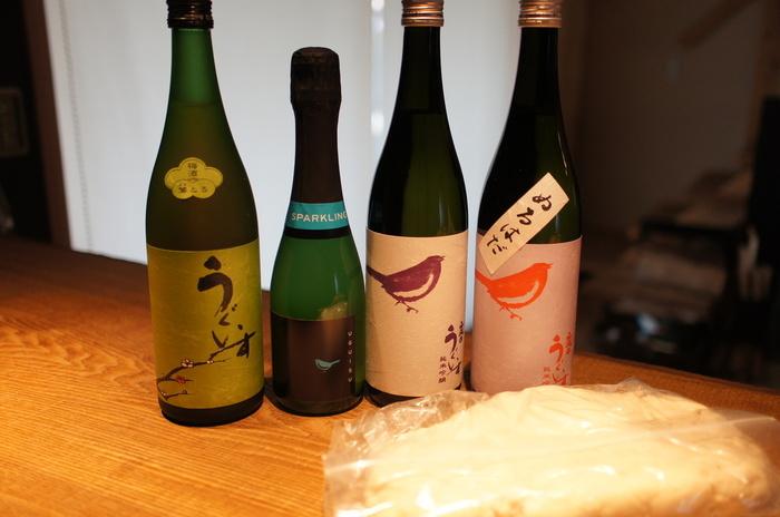 贈り物には、天満天神梅酒大会で日本一になったこともある、うぐいすとまり 鶯とろがおすすめ。本格焼酎に特撰の梅を仕込み熟成させた後、さらに梅のピューレを加えてつくる梅酒です。果肉の食感ととろっとしたのど越し、梅の酸味やうま味がバランスよく、梅酒好きにはたまらない絶品。ロックでしっかり冷やして、少しずつ飲むのが美味しい飲み方です。
