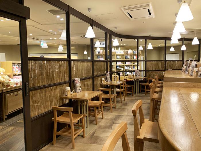 東京駅のグランスタ丸の内にある「汁や」は、福岡県に本店を構える久原本家の代表ブランド「茅乃舎(かやのや)」の出汁を使った味噌汁がいただけるお店。エキナカなので、気軽にさくっと立ち寄れるのがうれしいですね。