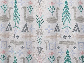 フィンランドのインテリアブランド、SAANA JA OLLI(サーナヤオッリ)のカーテンです。こちらは人気の「BIRTH OF THE WORLD」というデザインで、神話がモチーフなのだそう。クロスステッチ刺繍のようなデザインや、やわらかい色使いがかわいらしいですね。