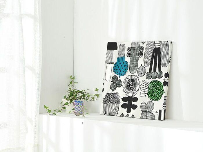 marimekko(マリメッコ)のファブリックパネルは、ホワイトインテリアに取り入れると存在感がさらに引き立ちます。40×40cmという飾りやすいサイズもポイントです♪ソファやベッドの上だけでなく、玄関や廊下に飾っても◎