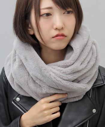 冬のショートヘアの悩みは首元が寒いコト!もこもこスヌードで首元をお洒落に飾ってくださいね♪
