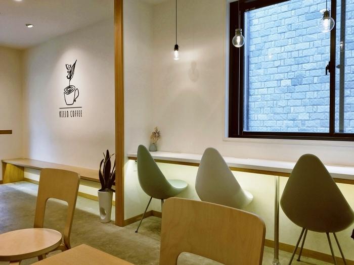 フィンランドの一般家庭を再現したという店内は、センスが光ります。シンプルな内装に北欧のデザイン家具が洗練された印象です。