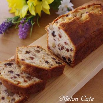 お家で作るからこそ出来る、たっぷりドライフルーツが入ったパウンドケーキ。常温保存が出来るので、お土産としても活躍してくれそうなレシピです。