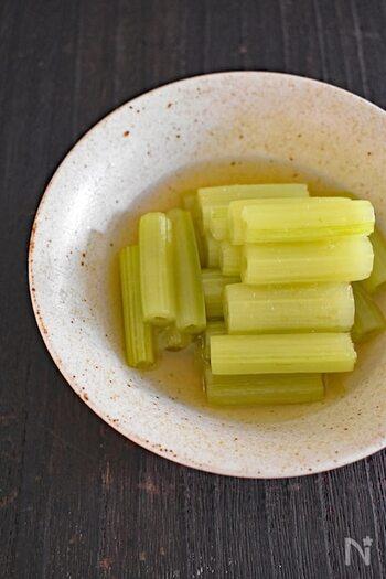 山菜初心者の方にもおすすめのふき。下ごしらえも実は簡単で、色鮮やかなグリーン色が食卓を華やかに彩ります。白だしを使えば、失敗知らずで美味しくつくれますよ。