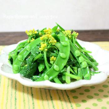 パリポリと独特の食感が美味しいスナップエンドウ。柚子胡椒を使って風味豊かなお浸しに。菜の花もプラスすれば、緑と黄色の鮮やかな副菜に仕上がります。