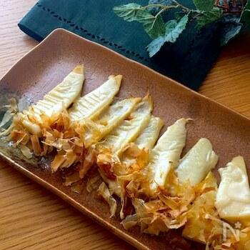 おつまみにもおすすめ。タケノコにチーズとおかかを合わせてトースターでチン。下処理が面倒な方は、すでに処理済みの水煮を使えば、時短になって簡単です。