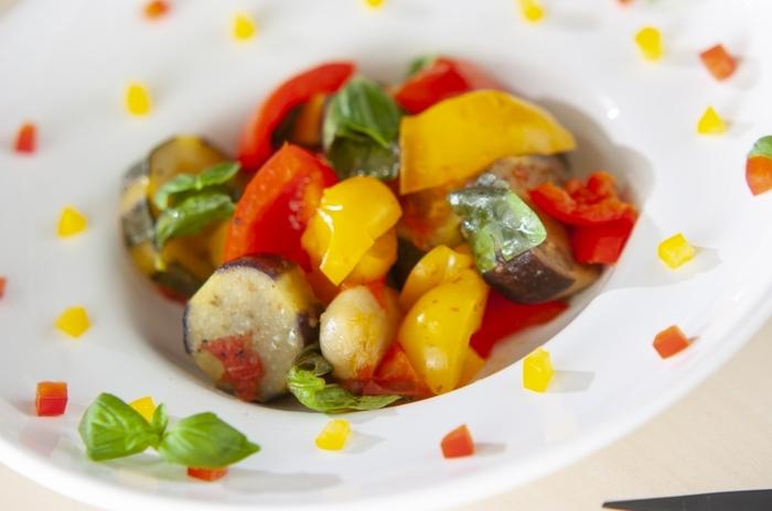 シンプルな野菜料理にもフィットするところが、白ワインの柔軟なところ。こちらは、イタリア・シチリア島の伝統的なお料理、カポナータ。本来は、なすやパプリカをはじめ、セロリ・オリーブなどを使うようです。