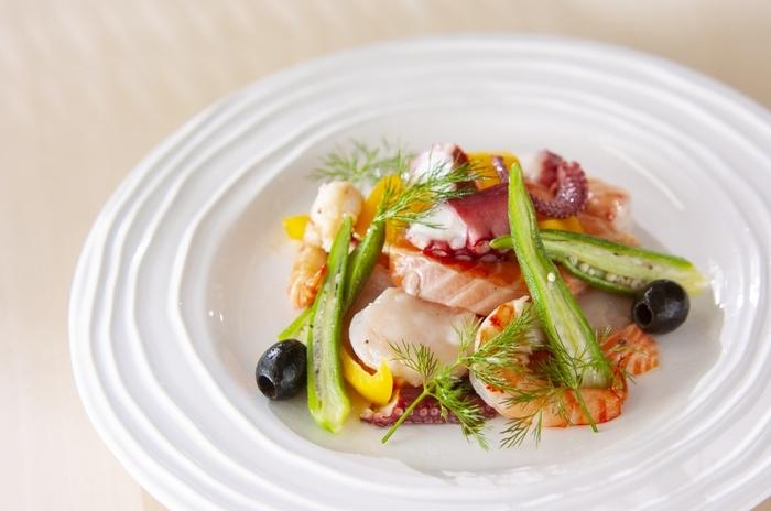 魚介のおいしさをシンプルに味わえるマリネは、白ワインの味を引き立てる料理の代表格といえそう。贅沢感がありますね。前菜としてもメインのひとつとしても楽しめます。