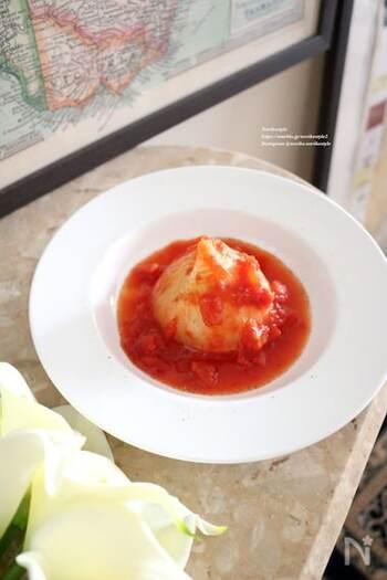 新玉ねぎのとろりとした甘さが堪能できるトマト煮。あっという間に1個を完食できてしまいます。煮込む途中で何度かトマトソースをかけると全体によくしみます。