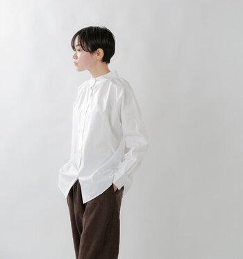 白にチェック、ストライプ。初夏に楽しむ「シャツ」コーデ