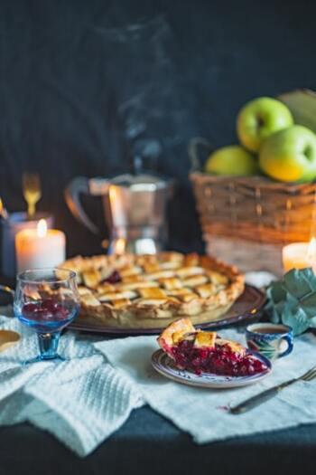 キャンドルのあたたかな光で、料理をさらに美味しく見せてくれるだけでなく、食卓の雰囲気を和ませてくれます。特別な日やゲストを招いた時は、会話がはずむ楽しい会食になるでしょう。