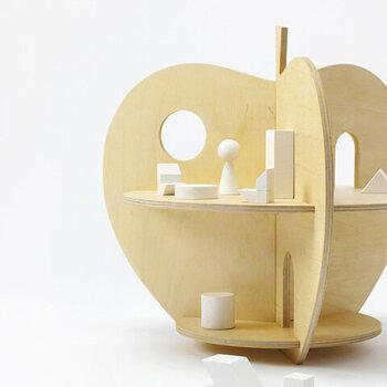 りんご型の可愛いドールハウス。こちらはLAのLAおもちゃブランド「ROCK & PEBBLE(ロック&ペブル)」のもの。5枚の板を簡単に組み立てるだけなので、遊び終わったら付属のバッグに入れてお片付けができます。コンパクトなのでお出かけにもぴったりです。