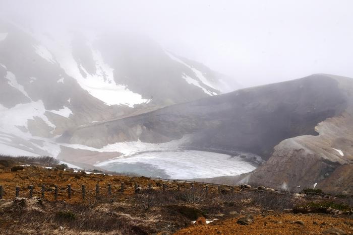 今年の蔵王エコーラインの開通予定は、4月23日の予定です。除雪の進捗によって変更になる可能性もあるので、事前にチェックしてくださいね。雪をかぶったお釜の光景はとても神秘的。こちらも一緒に見てみてください。