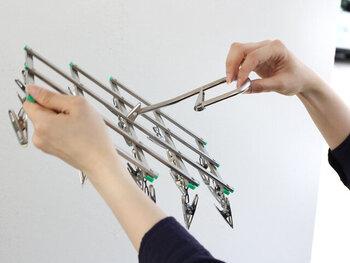 よくある二つ折りタイプだと、ピンチどうしが絡まってしまうことありませんか?こちらのおりたたみピンチハンガーは、アコーディオン式に開いて閉じるタイプだから、折り畳むのも簡単でピンチの絡まりもなし!
