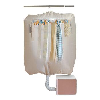また、このような衣類乾燥袋を使うと、お手持ちの布団乾燥機からの送風を効率よくキャッチし、短時間で乾きます。 早く乾かしたいものがあるときに大活躍ですね。