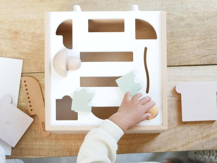コンロを外すと型はめパズルになってになっているのも小さなお子さんには嬉しいはず!成長に合わせて楽しめる仕掛けがたくさんあるので、姉妹兄弟で仲良く楽しく遊べそう。