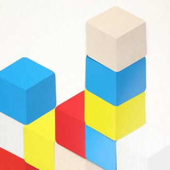 こんなふうにまるで二次元の積み木のように積み上げて、色んな形を作るのも楽しいですよ!色彩感覚も養えてるので知育玩具としてもおすすめです。