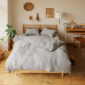 ナチュラルなお部屋にグレーを投入するだけでおしゃれに見えてしまう使いやすい色。ナチュラル、モダン、スタイリッシュ、なんでも合うところも魅力。