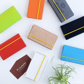 ヨーロッパの工場でバッグなどを作る際に余ったレザーを使った「PRIVATE CASE」のカードケース。過去にはドイツのデザイン賞も受賞し、機能性も評価されています。