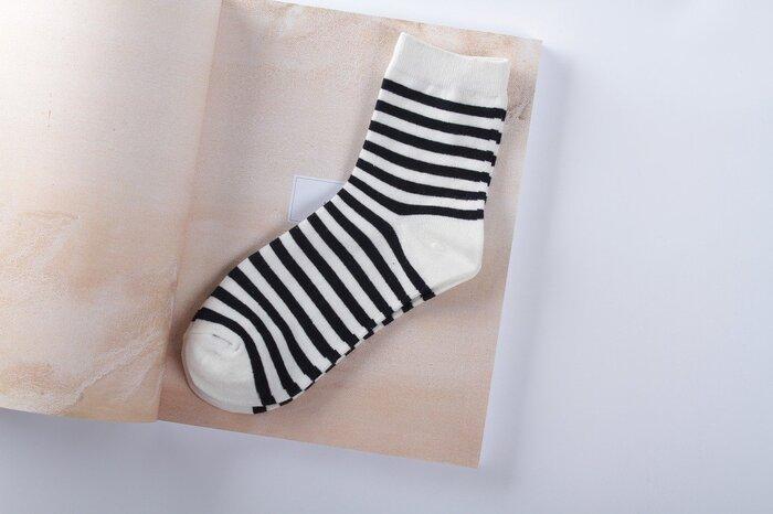 目立ったシミや汚れがなくても、他の人が使った下着や靴下を身に付けることに抵抗を感じる人は多いのではないでしょうか?直接肌に触れるアイテムは状態が良くても、新品以外は自身で処分するのがベターです。