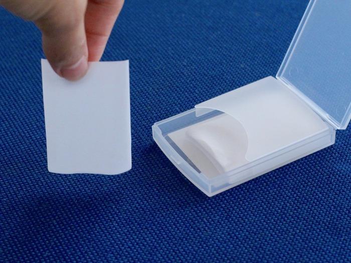 無印良品らしい透明なプラスチックケースに、薄手の紙石鹸が24枚入っています。リフィルもあるので、詰め替えられて環境にも優しいのもポイントです。